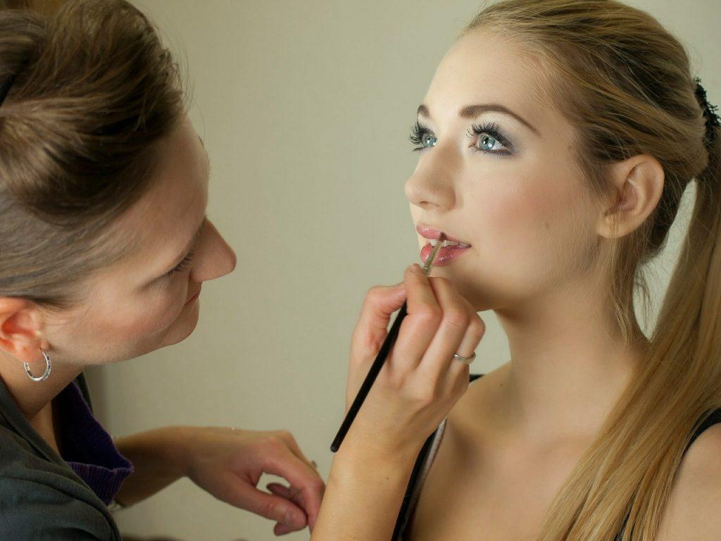 Freelancing - makeup artist 487063 1920