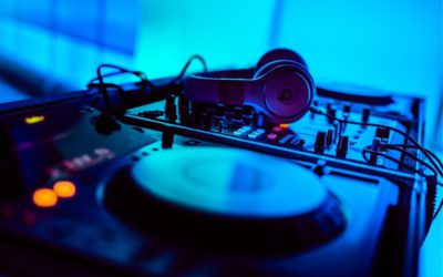 Where DJs in Dubai Find Latest Music to Play in Their Shows